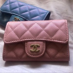 Chanel 18C iridescent pink small flap card holder